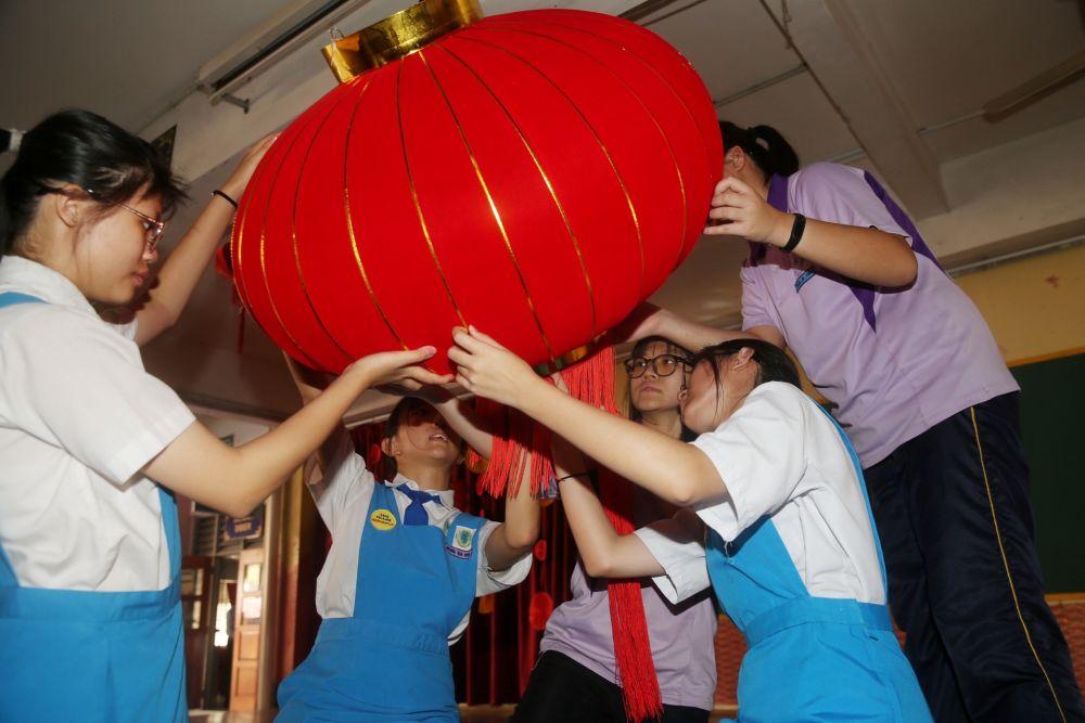 Students hang up a Chinese lantern at SMK Bandar Puchong (1) January 8, 2020. — Picture by Choo Choy May