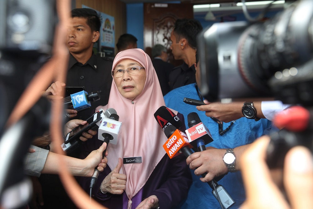 Deputy Prime Minister Datuk Seri Dr Wan Azizah Wan Ismail said the government is closing all Malaysian ports to cruise ships from or which previously visited China to prevent the spread of the Covid-19 locally. — Picture by Choo Choy May