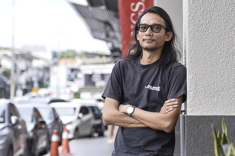 Ridhwan, a trained architect turned playwright was interested in human beings' relationship with the spaces they inhabit.