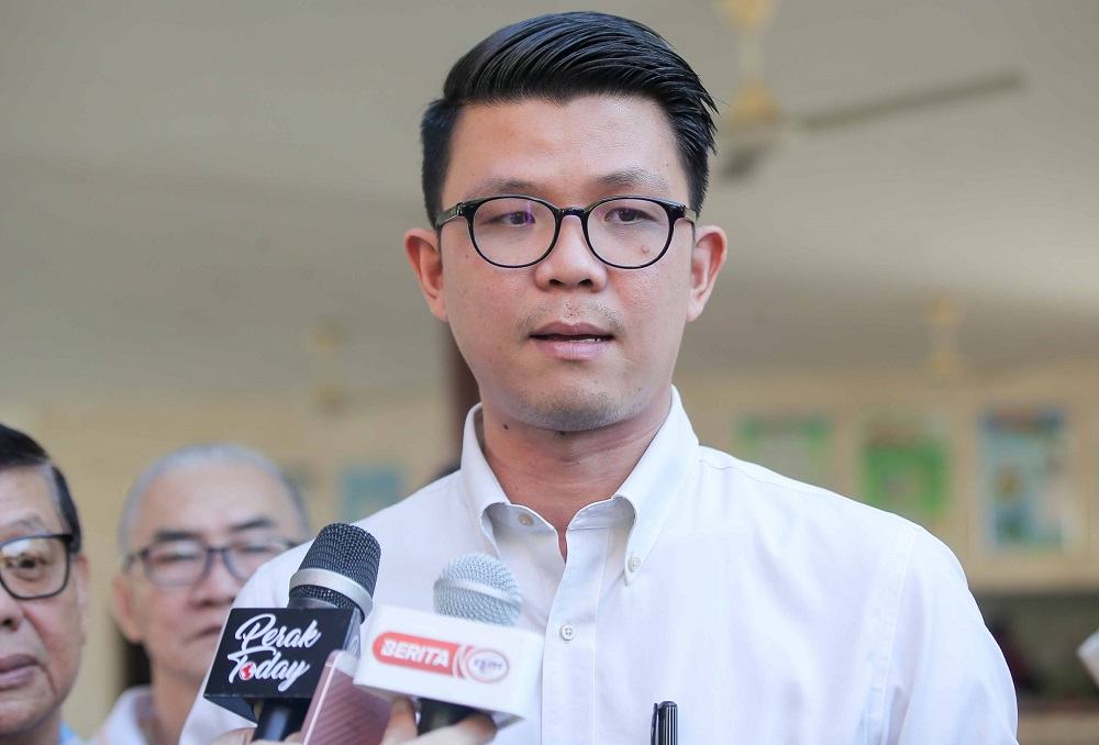 Perak Tourism, Arts and Culture Committee chairman Tan Kar Hing speaking to the press at the SJKC Phui Ying in Simpang Pulai, Ipoh February 17, 2020. — Pictures by Farhan Najib