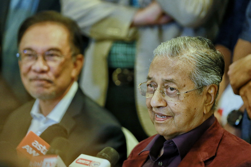 Tun Dr Mahathir Mohamad today insisted he was never against Datuk Seri Anwar Ibrahim's bid to succeed him as prime minister. — Picture by Ahmad Zamzahuri