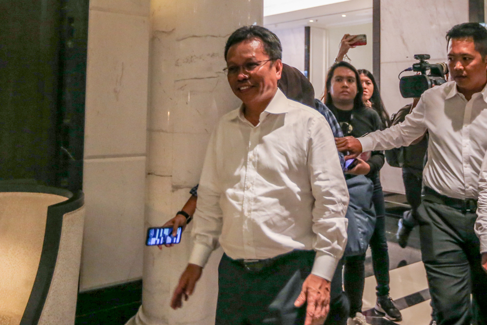 Shafie shot down PBM Sabah chief Datuk Hajiji Noor's proposal to revive the state federal development department. — Picture by Firdaus Latif