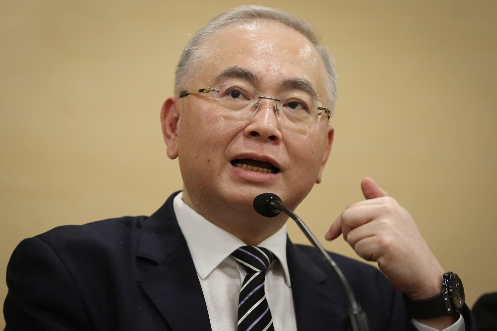 Datuk Seri Wee Ka Siong said Malaysians should give airlines a chance to normalise their ticket prices. — Picture by Yusof Mat Isa