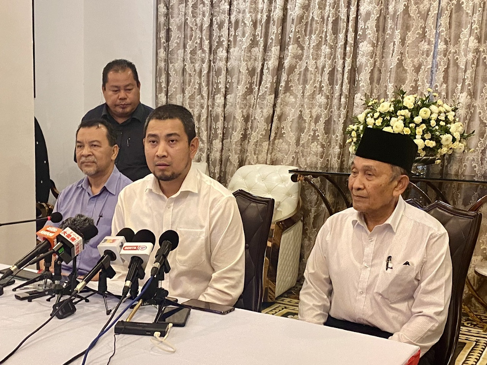 Johor Mentri Besar Dr Sahruddin Jamal (centre) said the new coalition will seek an audience with the Sultan of Johor to present the proposed names of the state's mentri besar before a new state executive council can be appointed. — Picture by Ben Tan