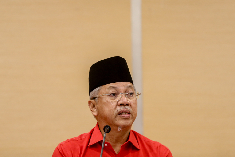Tan Sri Annuar Musa, the Federal Territories minister and a former Umno secretary-general, said party members should not be kept in the dark about decisions made by its supreme council. — Picture by Firdaus Latif