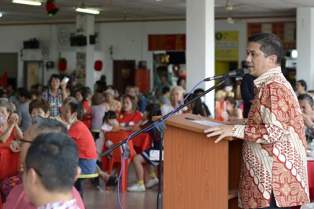 Minister of Economic Affairs Datuk Seri Mohamed Azmin Ali, who is also a Gombak Member of Parliament, speaking at the Gombak Parliamentary constituency Chinese New Year Celebration at the Sri Gombak Market, February 8, 2020. — Bernama pic