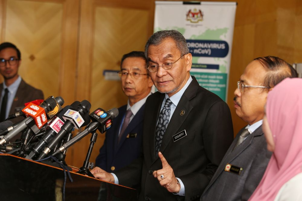 Datuk Seri Dzulkefly Ahmad speaks to reporters at the Health Ministry in Putrajaya February 3, 2020. — Picture by Choo Choy May