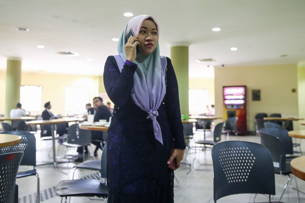 Journalist Wan Noor Hayati Wan Alias is pictured at the Kuala Lumpur High Court February 5, 2020. — Picture by Yusof Mat Isa