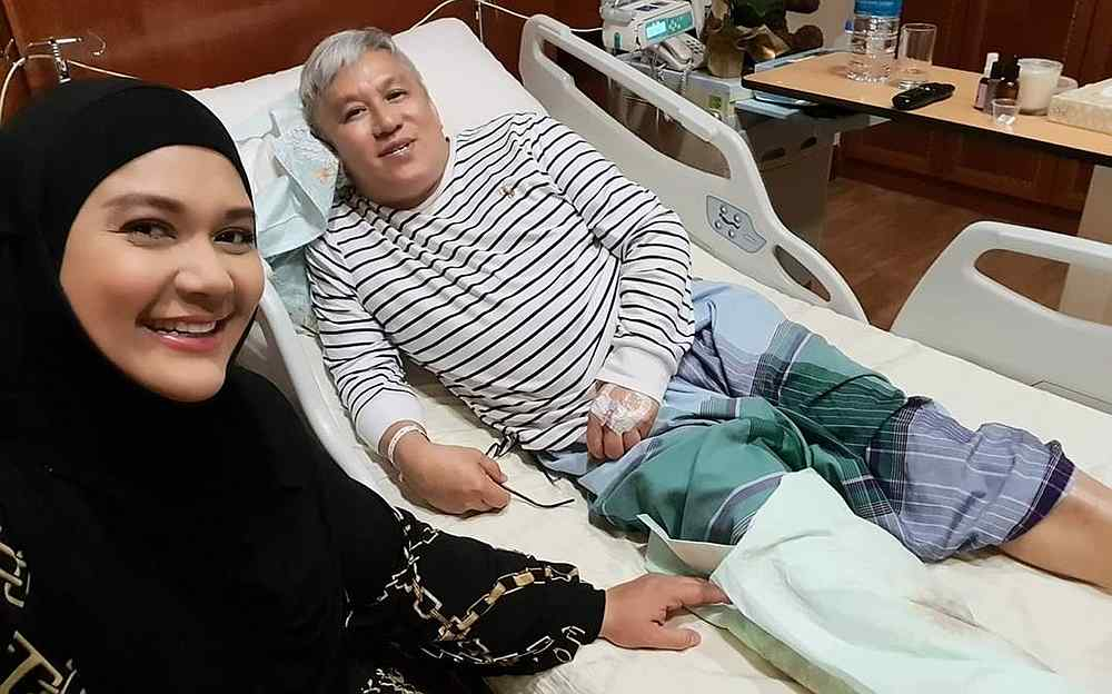 Serina Redzuawan visiting her father Chef Wan at the hospital earlier this week. — Picture via Instagram/@serinaredzuawan