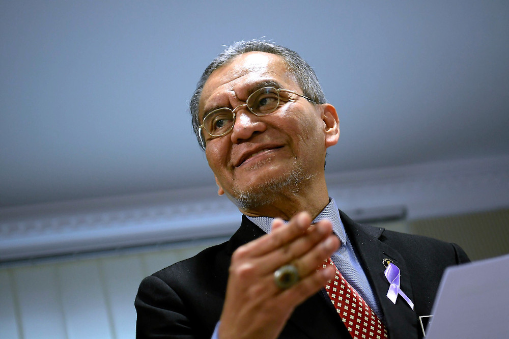 Former health minister Datuk Seri Dzulkefly Ahmad said the movement control order is a form of social distancing that can 'flatten the epidemic curve'. — Bernama pic