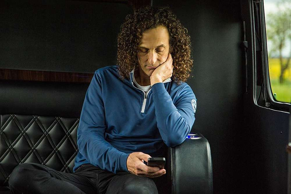 Fans of Kenny G will have to wait a little longer before being able to see him perform. — Picture via Instagram/kennyg
