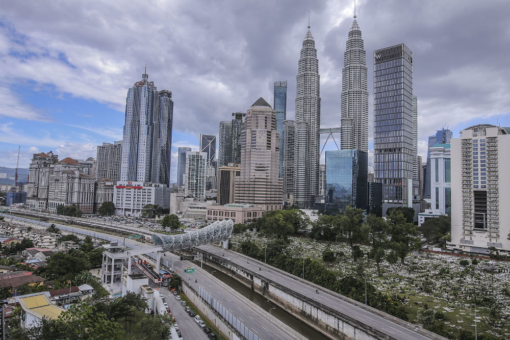 Malaysia posted a record low GDP of -17.1p in the second quarter this year, the lowest growth since the country was hit by the Asian Financial Crisis in1998. — Picture by Hari Anggara