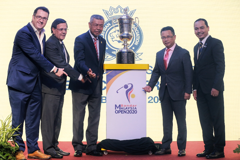 (From left) Asian Tour director of partnership Charlie Tingey, Datuk Majid Manjit Abdullah representative of Tan Sri Lim Kang Hoo, executive vice chairman of Iskandar Waterfront Admiral, MGA president Tan Sri Mohd Anwar Mohd Nor, OCM president Datuk Seri Mohamad Norza Zakaria, and Winning Matters CEO Arep Kulal with the new logo of Bandar Malaysia Open 2020 in Kota Permai Golf and Country Club February 19, 2020. — Picture by Ahmad Zamzahuri