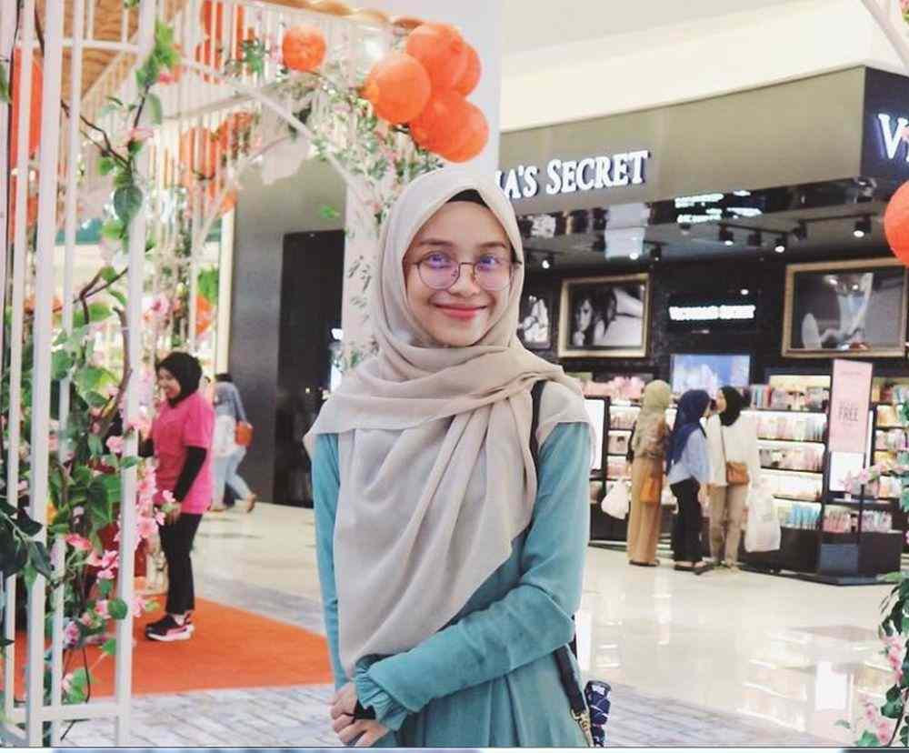 Cosmetic entrepreneur Nurhannah Azra Mohd Zakir confirms her marriage to preacher PU Abu will end soon and she was waiting for a court date for the proceedings. ― Picture via Instagram/Hana Azraa