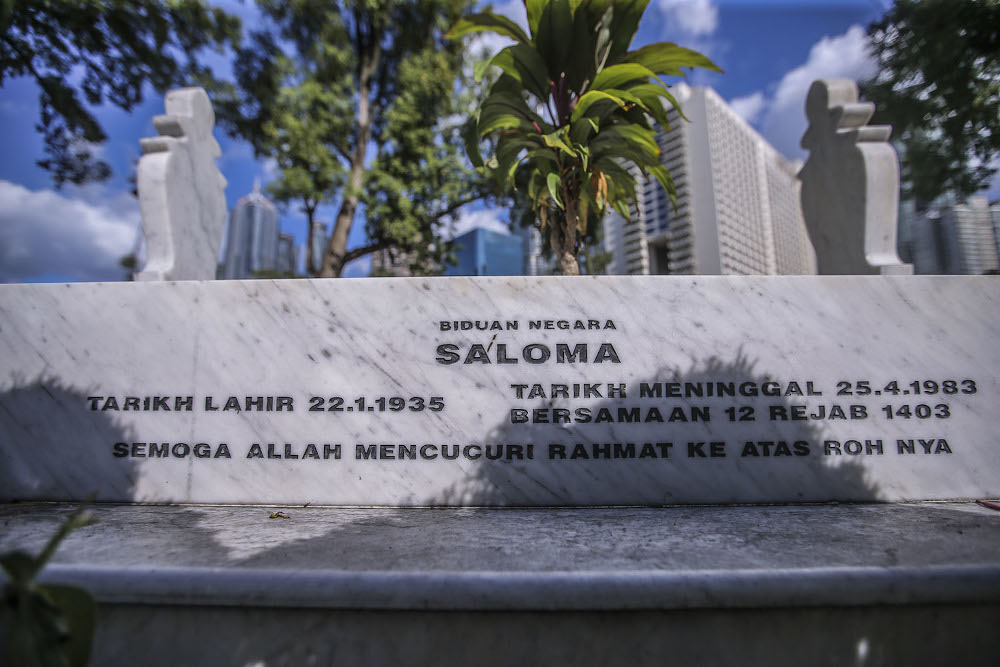 Actress/singer Saloma is buried at the Jalan Ampang Muslim Cemetery too. The walkway is named after her. — Picture by Hari Anggara