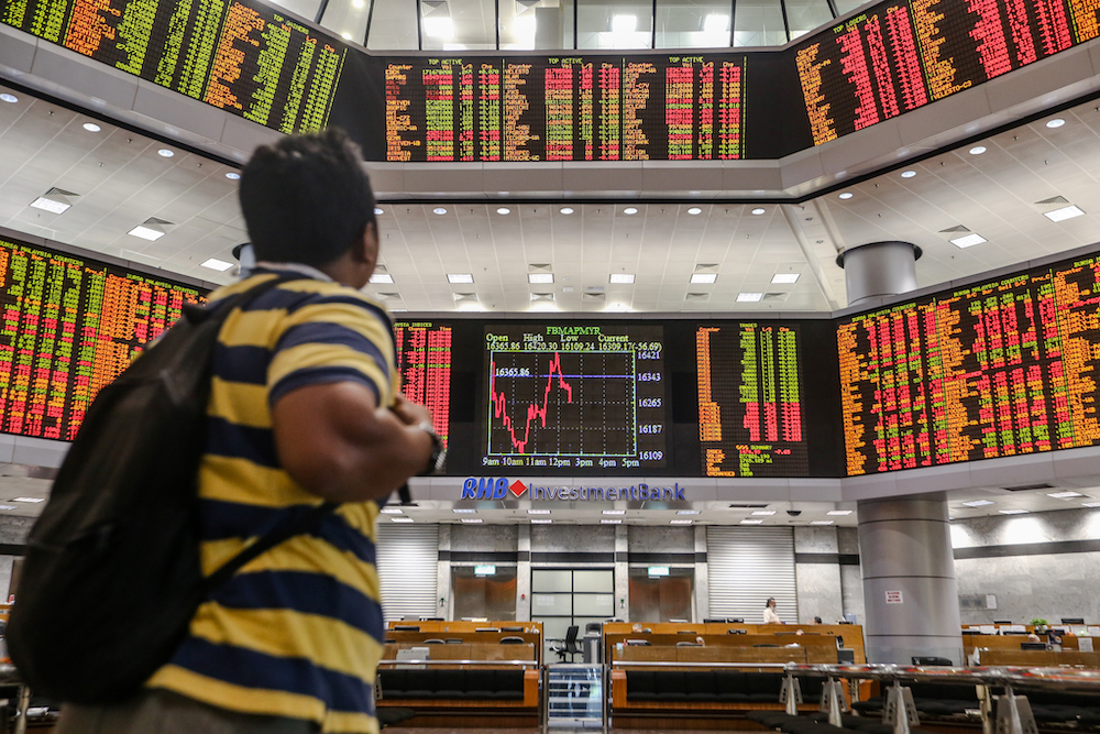 Political concerns send Bursa Malaysia tumbling from the very start. — Picture by Firdaus Latif
