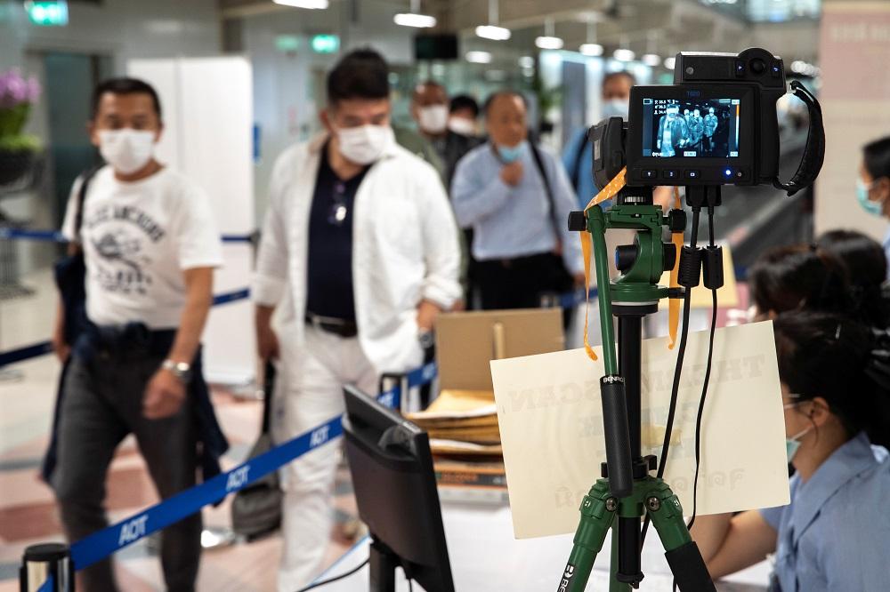 今年3月14日,乘客抵达曼谷素万那普机场时,需要接受体温检测。-路透社-