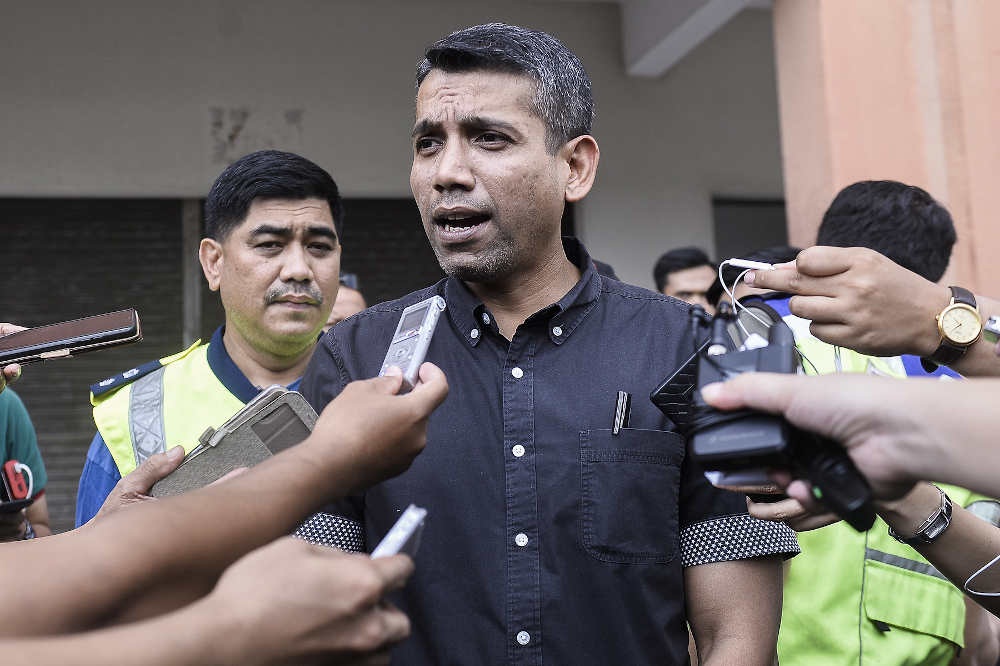 OCPD Petaling Jaya ACP Nik Ezanee Mohd Faisal speaks to reporters regarding Tian Chua being beaten by supporters at PKR headquarters on March 1, 2020. — Picture by Miera Zulyana