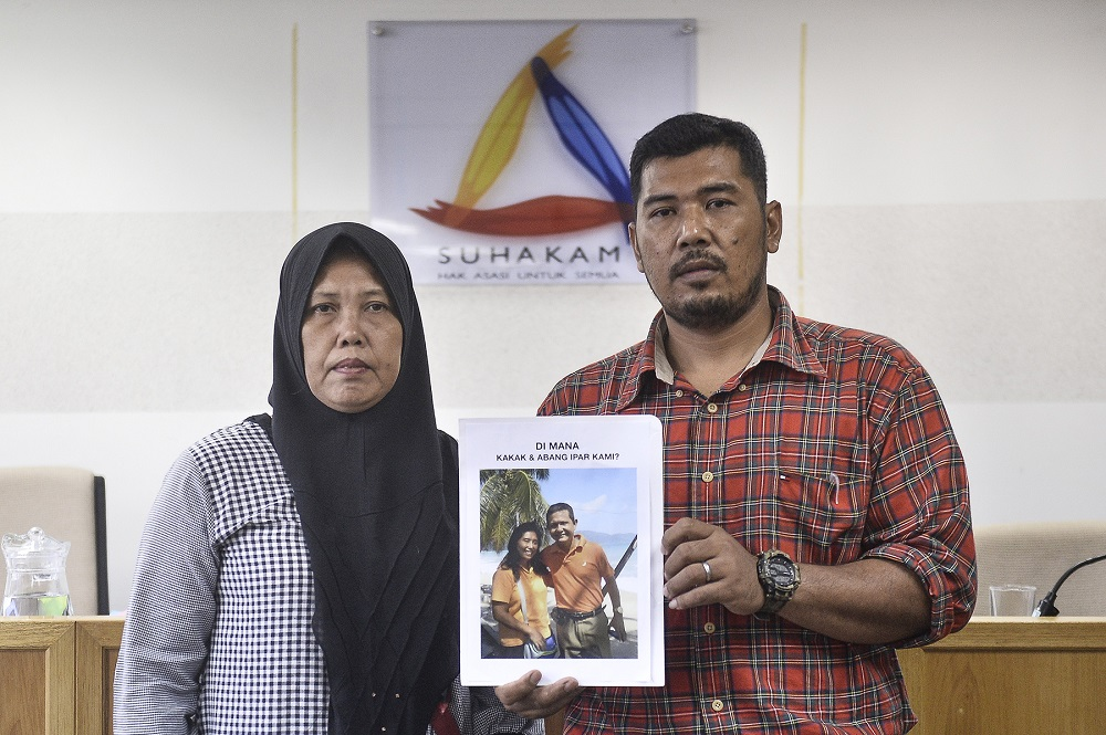 Ruth Hilmy's sister, Ram Ram Elisabeth Sitepu (left), and her younger brother Iman Sitepu holding a picture of Ruth and her husband Joshua Hilmy during a press conference in Kuala Lumpur March 4, 2020. — Picture by Miera Zulyana
