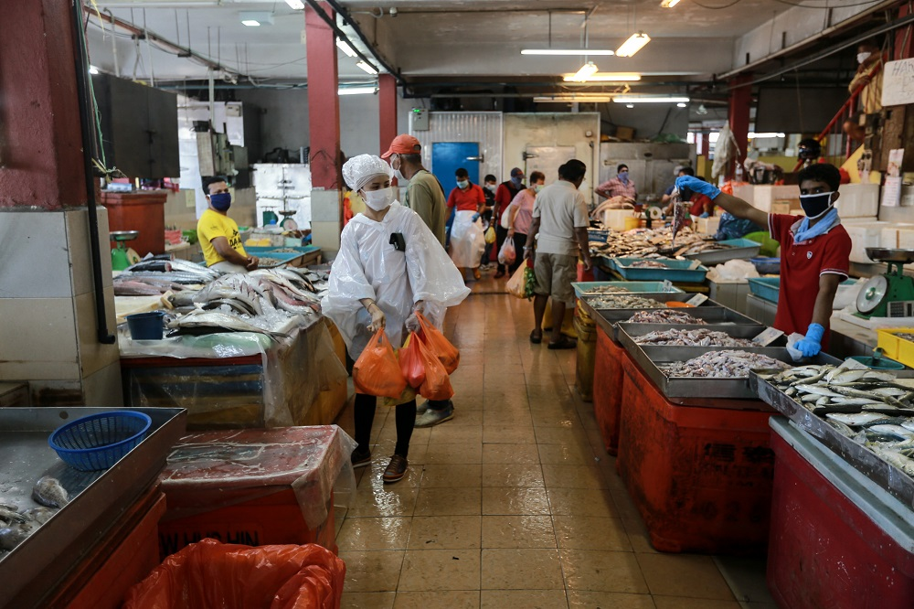 File picture of a wet market. Kuching South City Council Mayor Datuk Wee Hong Seng has warned that business operators would risk their trading license being revoked if they refused to adhere to the reduced operating hours directive set by the government. — Picture by Ahmad Zamzahuri