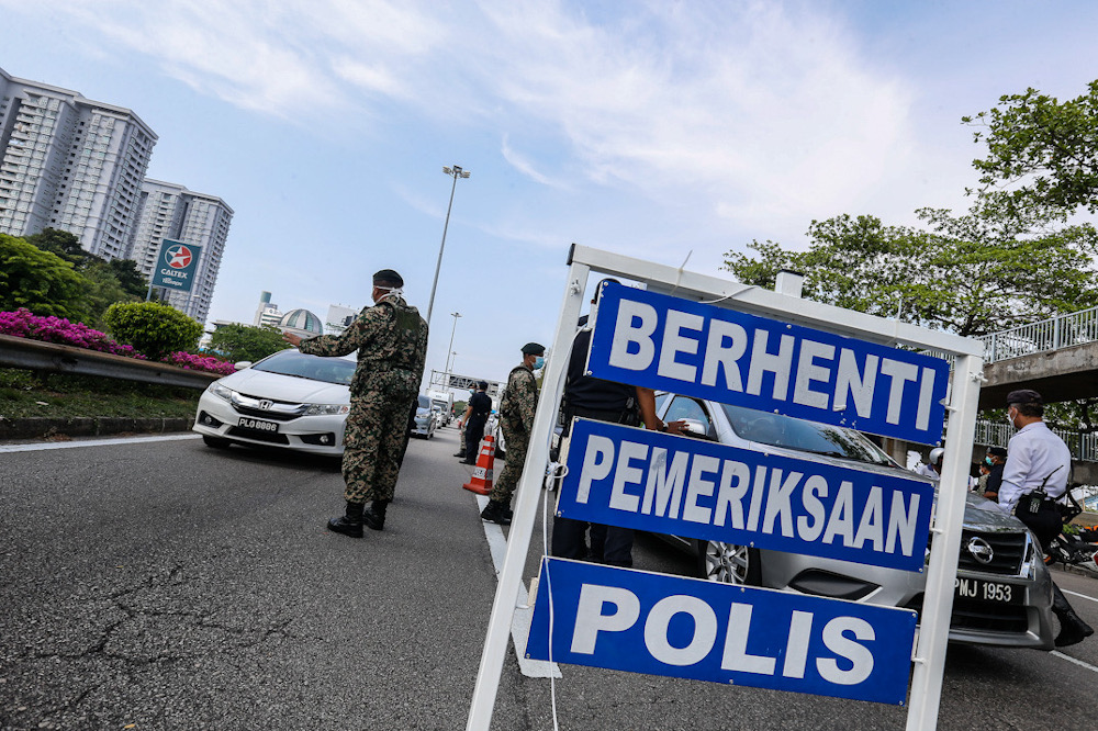 Confusion has risen over where inter-district travel boundaries are, after some people were fined despite travelling within their district. — Picture by Sayuti Zainudin