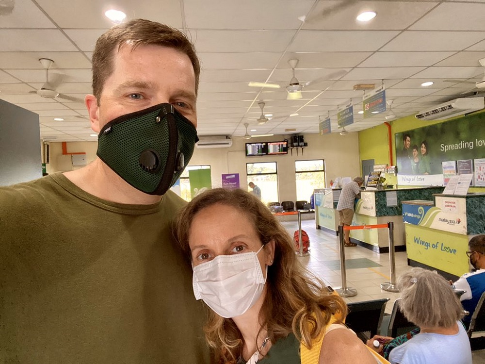 Jason Hassenstab and wife Margaret wearing face masks at the Lahad Datu airport in Sabah. ¬— Picture via Twitter/Jason Hassenstab