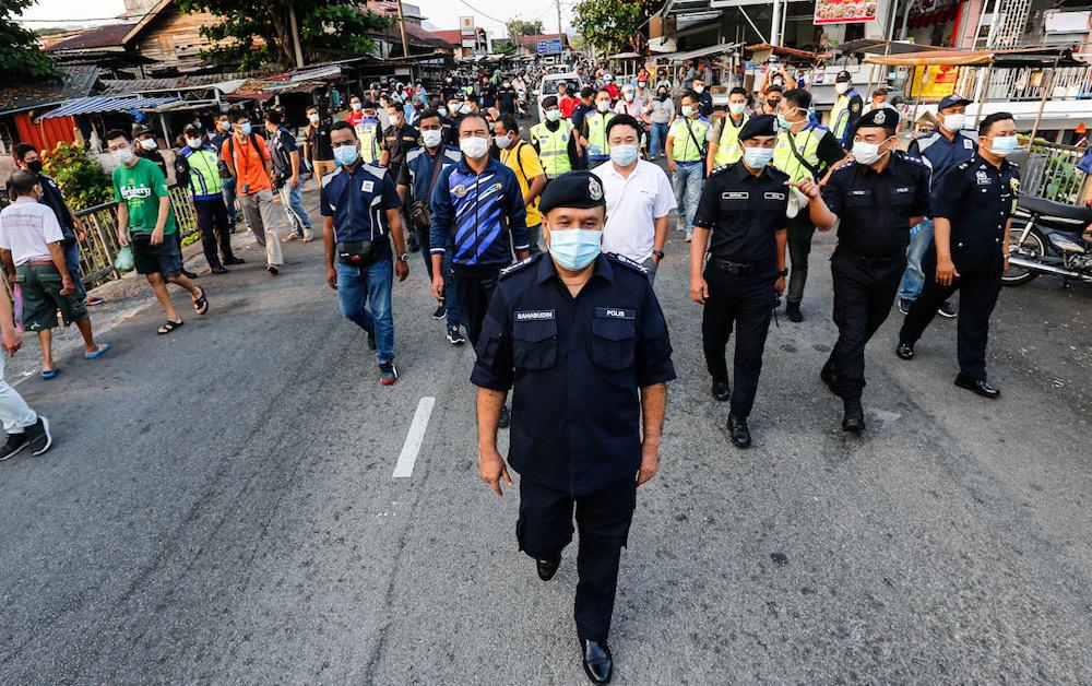 Penang Police Chief Datuk Sahabudin Abd Manan having a tour around the Air Itam market, March 22, 2020. — Picture by Sayuti Zainudin