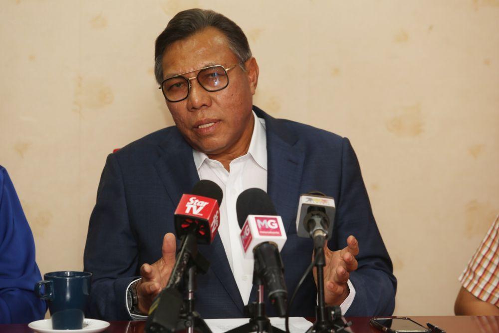 Selangor Bersatu chairman Datuk Abdul Rashid Asari speaks to reporters March 6, 2020. — Picture by Choo Choy May