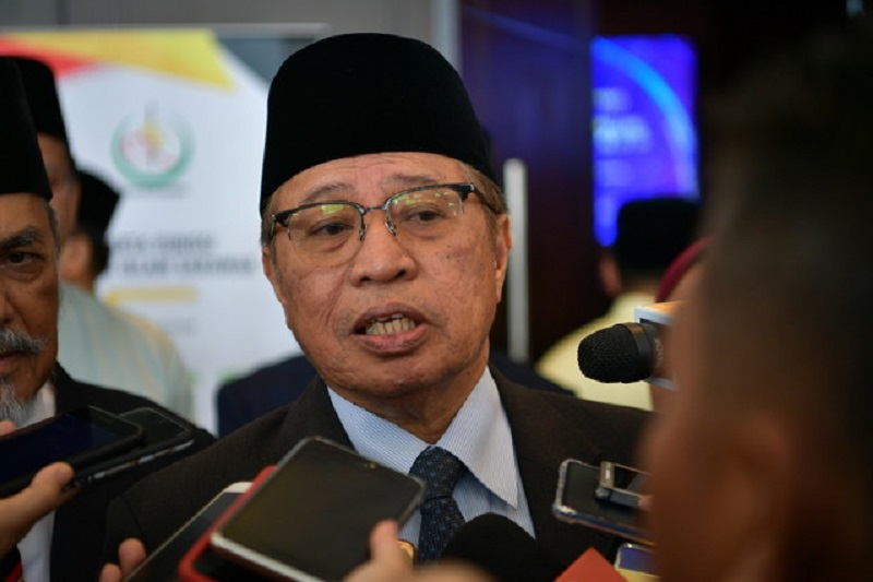 Sarawak Chief Minister Datuk Patinggi Abang Johari  Openg said that a trade office would be set up in Tebedu, at a site near the Tebedu Immigration Post to facilitate trade between Malaysia and Indonesia's border area nearby. — Bernama pic