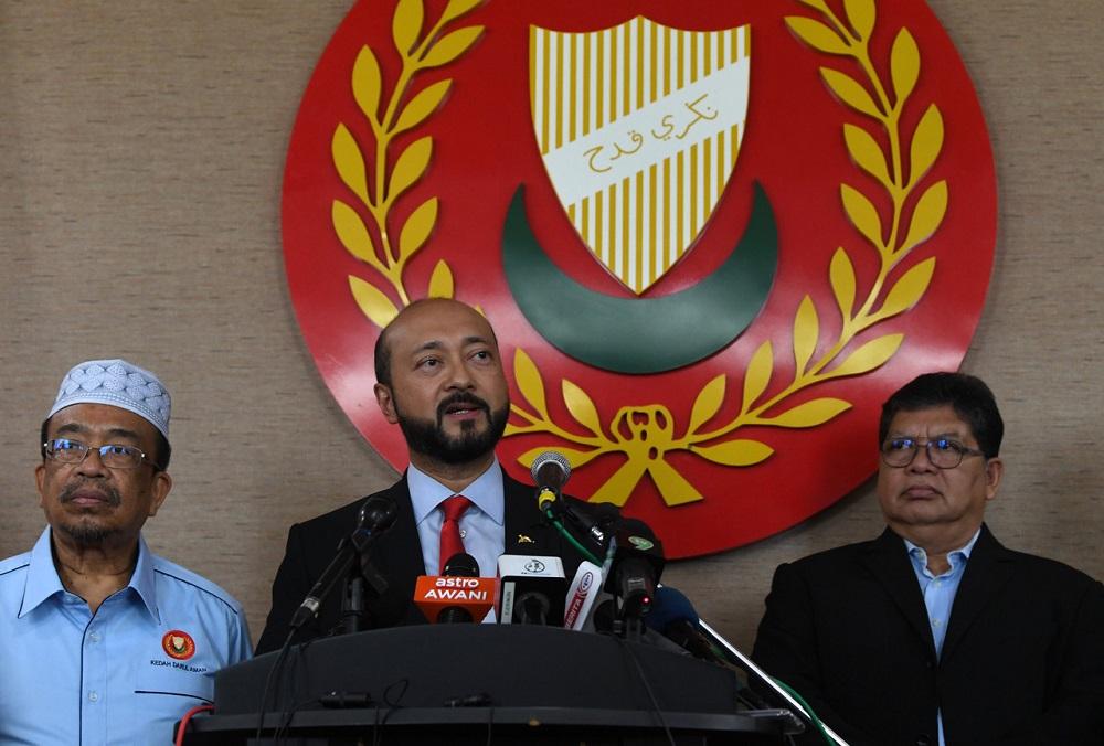 Kedah Mentri Besar Datuk Seri Mukhriz Mahathir (centre) speaks during a press conference at Wisma Darul Aman in Alor Setar March 4, 2020. — Bernama pic