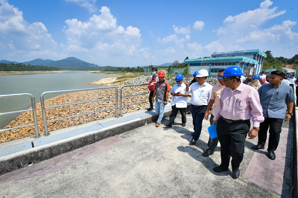 Melaka Chief Minister Datuk Sulaiman Md Ali (centre) during a site visit to the Jus Dam in Jasin march 11, 2020. — Bernama pic