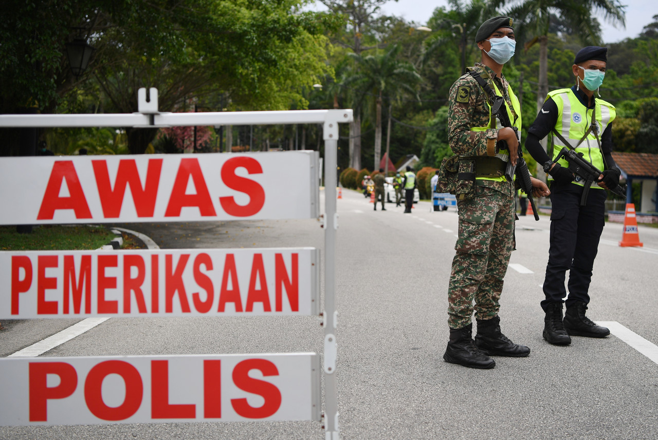 Malaysian Armed Forces and police personnel are seen at one of the roadblocks in Kuantan March 22, 2020. — Bernama pic