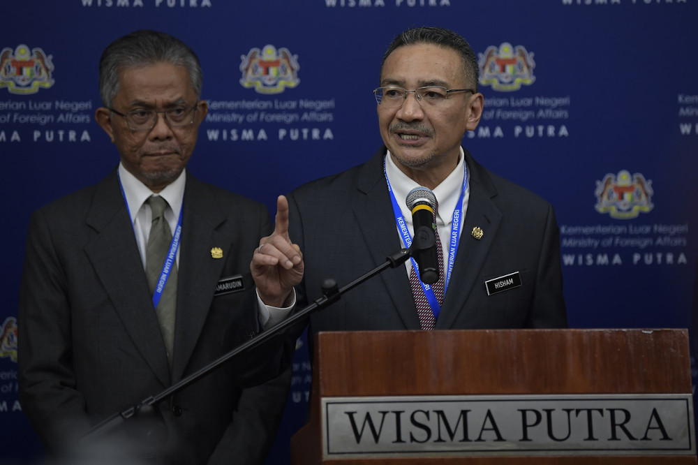 Foreign Minister Datuk Seri Hishammuddin Hussein thanked the UAE for contributing 20,000 Covid-19 test kits to Malaysia today. — Bernama pic