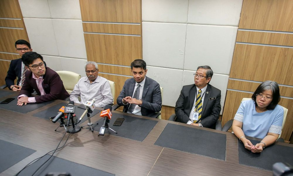 Perak exco Hasnul Zulkarnain Abd Munaim (centre) speaks during a media conference in Ipoh March 2, 2020. — Picture by Farhan Najib