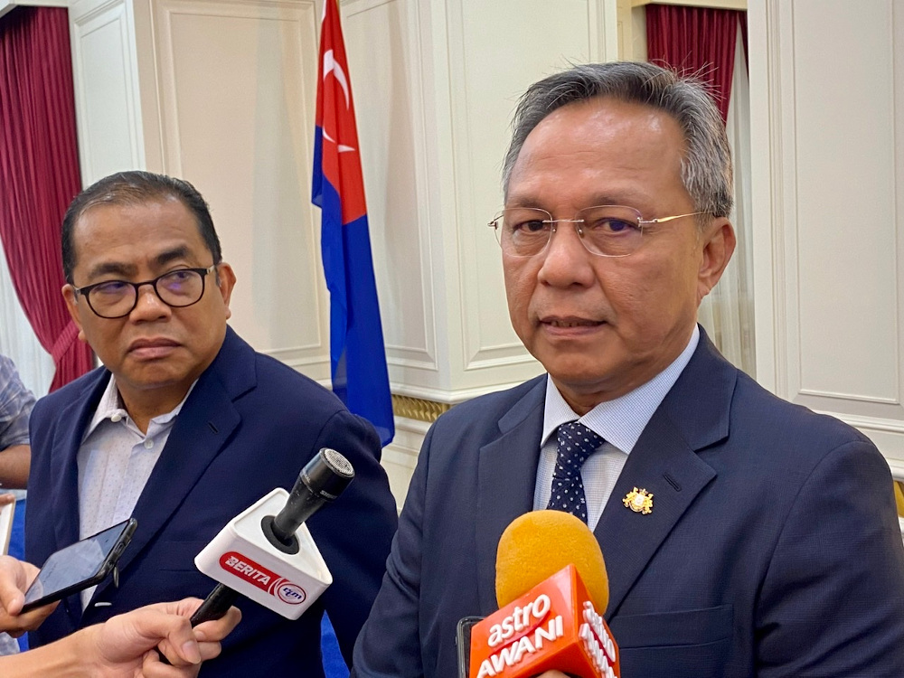 Johor Mentri Besar Datuk Hasni Mohammad (right) said a total of 84,588 overnight tourists were recorded in Johor in June this year compared to only 585 in May. — Picture by Ben Tan