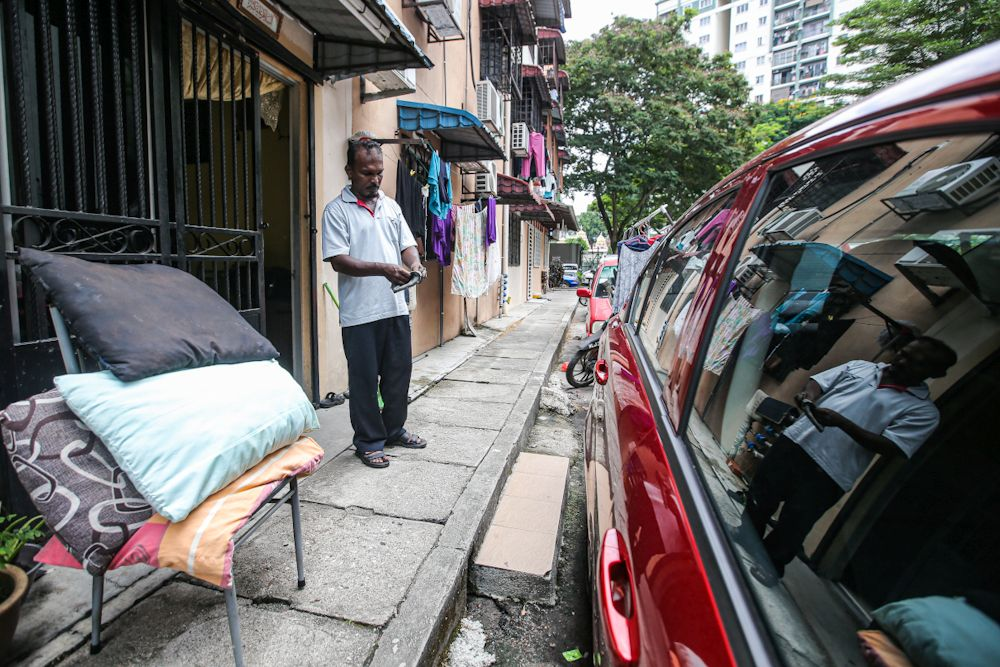 Taxi driver Mohamad Rashid Mohd Haniff speaks to Malay Mail during an interview at the Puteri Laksamana low-cost apartment blocks in Batu Caves March 20, 2020. — Picture by Hari Anggara