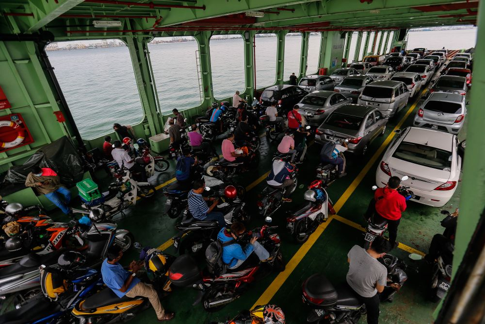Shafie said ferry and passenger boat operators must continue to observe the standard operating procedure set by the relevant authorities. — Picture by Sayuti Zainudin