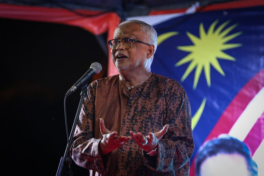Amanah vice-president Datuk Mahfuz Omar confirmed that he will submit the notice of no-confidence again the PM today. — Picture by Yusof Mat Isa