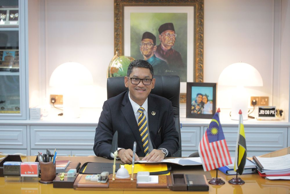 This is the second time Perak Mentri Besar Datuk Seri Ahmad Faizal Azumu has changed his official car since his appointment as mentri besar in 2018. — Picture courtesy of the Perak Mentri Besar's Office