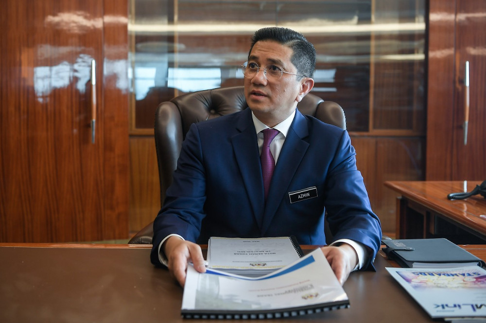 International Trade and Industry Minister Datuk Seri Mohamed Azmin Ali said the Transport Ministry has assured the remaining two issues related to the RTS project linking Johor Baru and Singapore are expected to be resolved next week. — Bernama pic