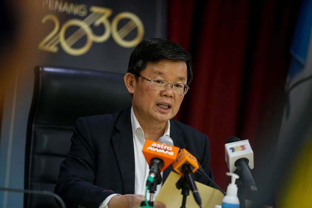 Penang Chief Minister Chow Kon Yeow said a total RM4.38 million is allocated for one-off cash payments of RM500 each to registered hawkers operating at hawker complexes, coffee shops or shoplots and registered stall operators. — Picture by Sayuti Zainudin