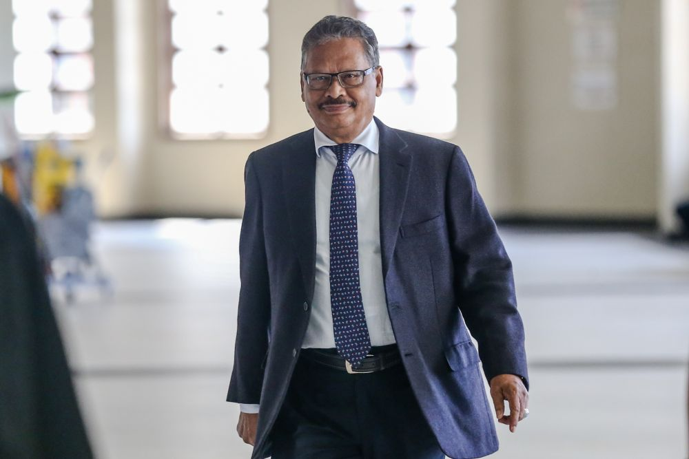 On July 5, 2019, Mohamed Apandi (pic) sued Lim Kit Siang and stated in his statement of claim that on May 6, 2019, Lim had written and caused to be published an article in Malaysiakini. — Picture by Firdaus Latif