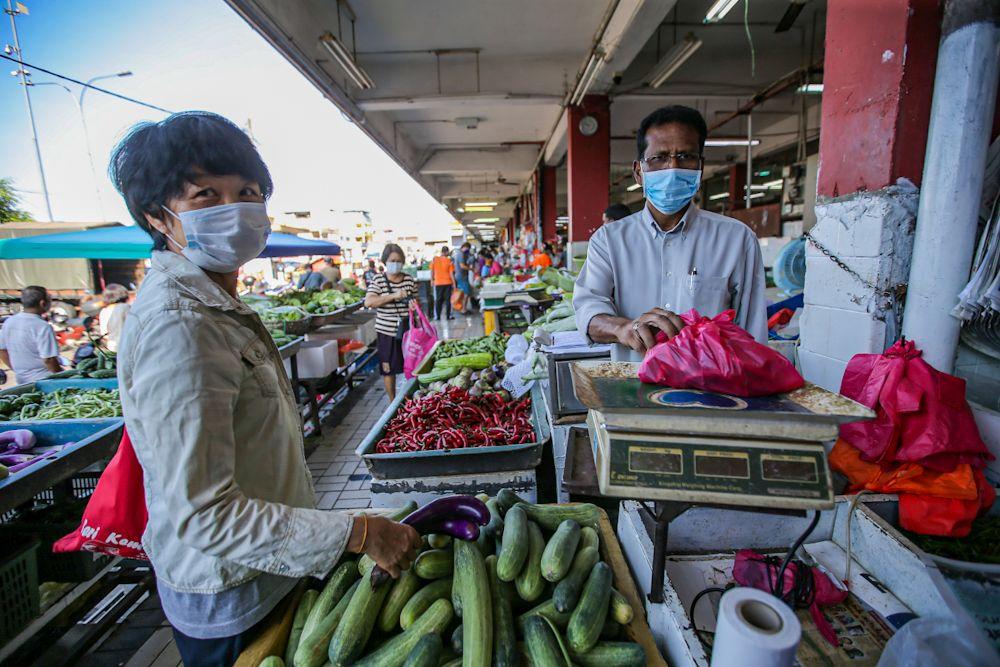 People purchase vegetables at Pasar Besar Jalan Othman in Petaling Jaya March 26, 2020. — Picture by Hari Anggara