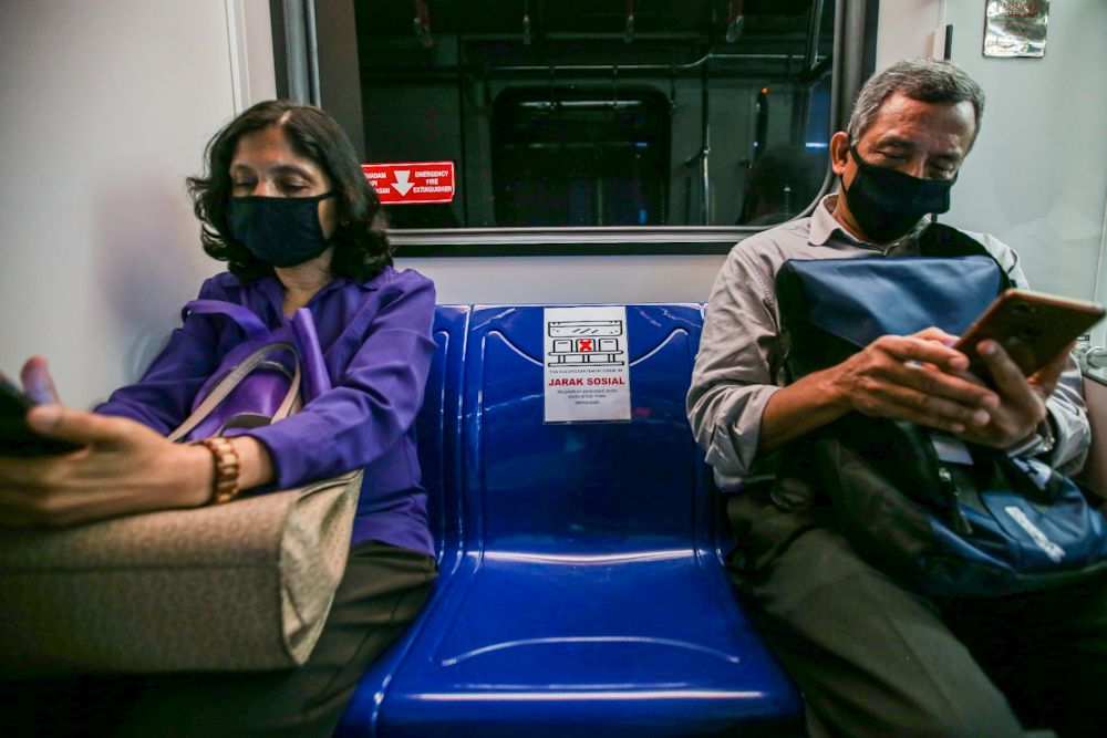 The My30 initiative offers an unlimited travel pass of RM30 for 30 days for users of the LRT, MRT, KL monorail, BRT and RAPID KL stage buses from today until the end of this year. — Picture by Hari Anggara