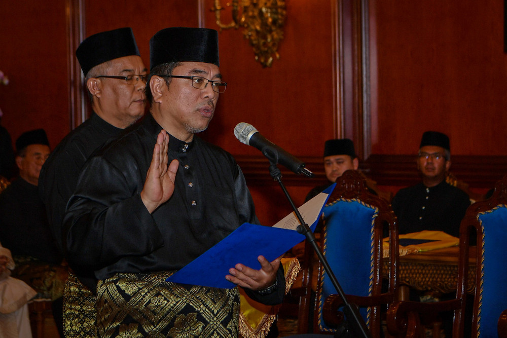 Lendu assemblyman Datuk Sulaiman Md Ali takes his oath of office as the 12th Melaka Chief Minister at Dewan Seri Utama, Yang Dipertua Negeri Melaka's Office in Ayer Keroh March 9, 2020. — Bernama pic