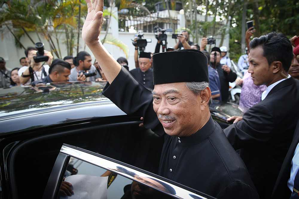 Tan Sri Muhyiddin Yassin waves before heading for the Istana Negara in Kuala Lumpur March 1, 2020. — Picture by Yusof Mat Isa