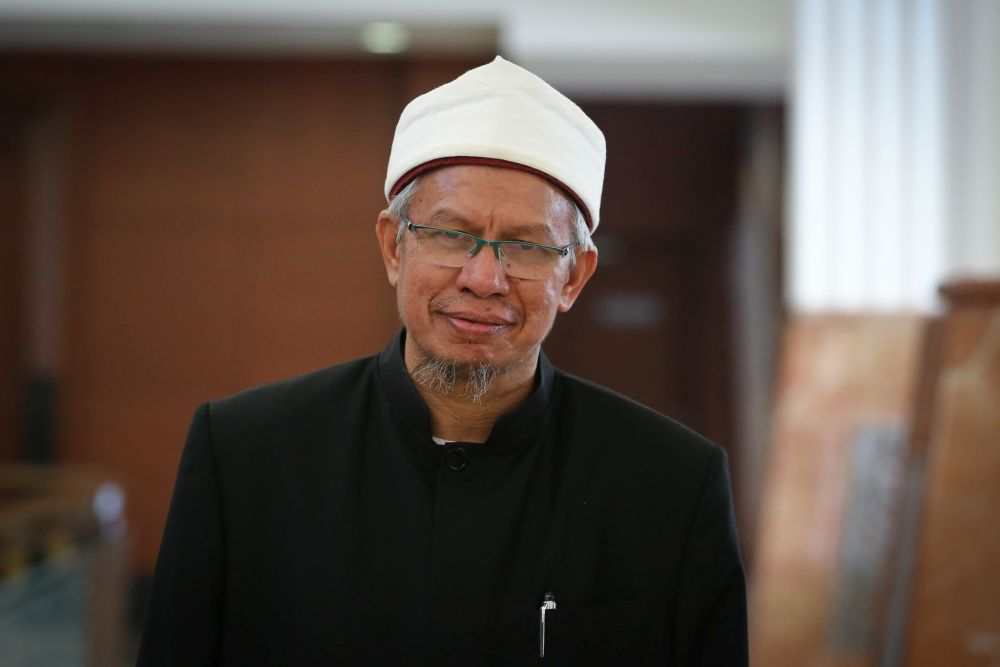 Datuk Seri Zulkifli Mohamad Al-Bakri says there has been no official announcement from the Saudi Arabian government pertaining to permission to perform the Umrah. — Picture by Yusof Mat Isa