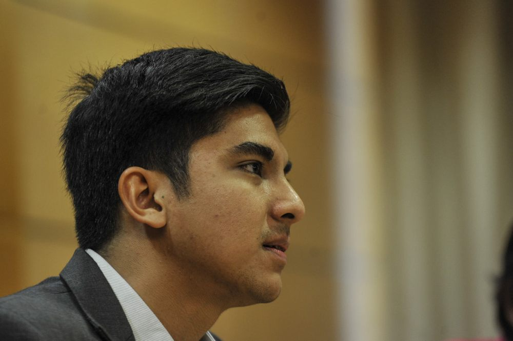 Muar MP Syed Saddiq Syed Abdul Rahman today cut short his time in Parliament to head to MACC to record his statement. ― Picture by Shafwan Zaidon