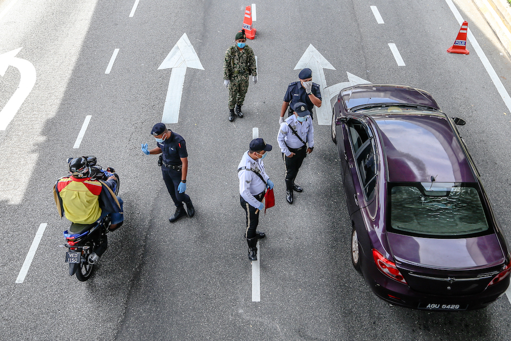 Police and Armed Forces personnel conduct checks on vehicles during a roadblock on Jalan Pahang in Kuala Lumpur April 15, 2020. — Picture by Firdaus Latif