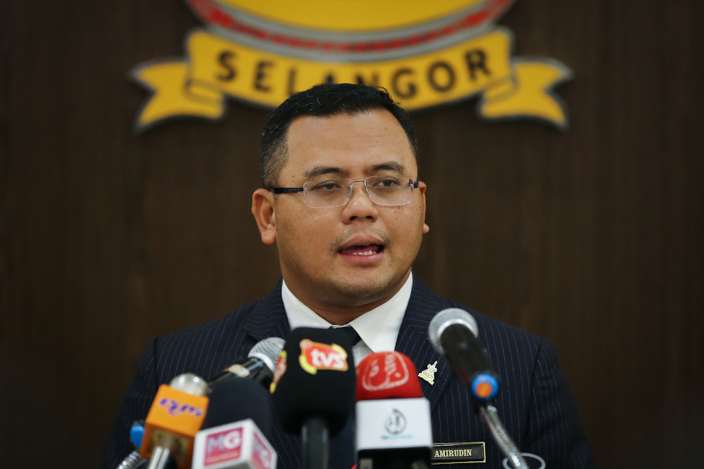 Selangor Mentri Besar Datuk Seri Amirudin Shari said the state government has announced an online platform called the E-Bazar Ramadan Selangor Grab that will take the place of the traditional bazaars held during Ramadan. — Picture by Yusof Mat Isa